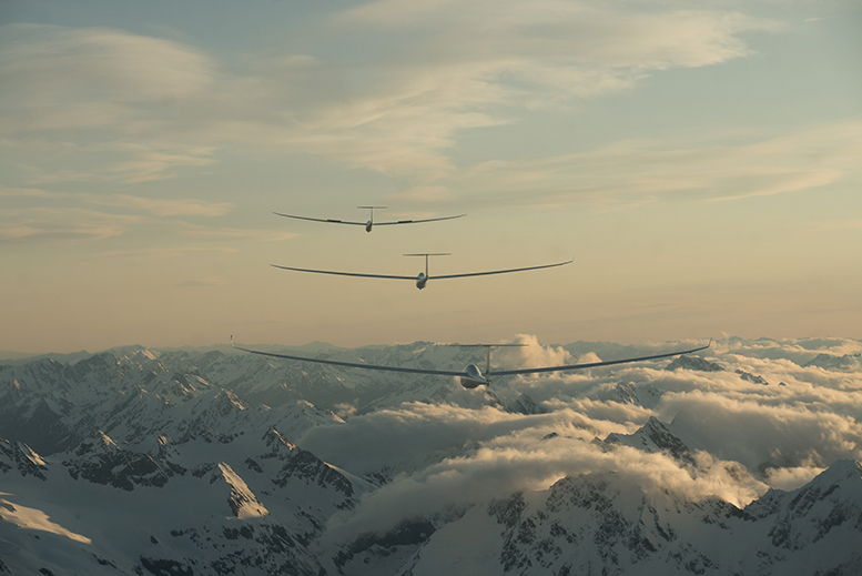 Gliders in formation while scoping out Mt Cook. Photo by Mickey Ross